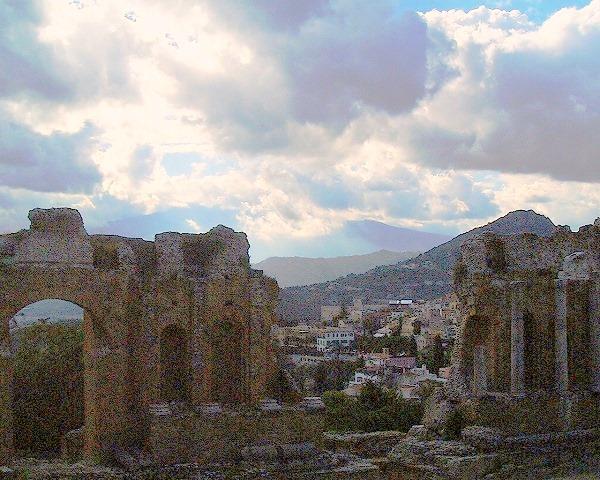 2006秋シチリア南イタリア旅行タオルミーナギリシア劇場からエトナ山-1